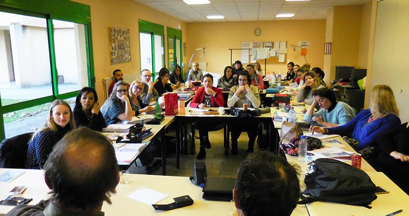 les élèves aides soignants de Tournon ont découvert le vécu d'aphasiques à travers le témoignage des adhérents du Roseau