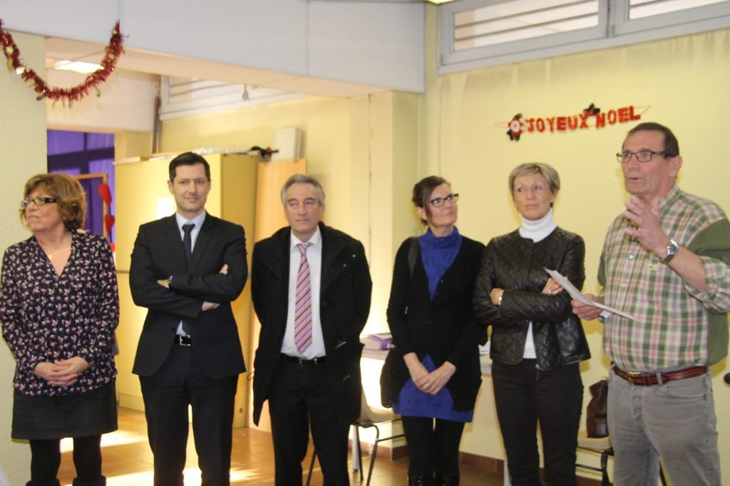 le président du Roseau Daniel Gagneux entouré du maire de Valence Nicolas Daragon, Patrick Labaune et plusieurs conseillers municipaux