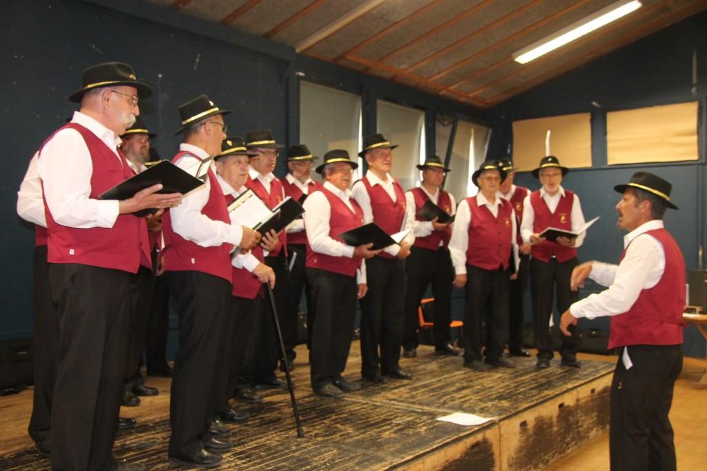 Les Cadets de Bacchus ont aussi interprété quelques chansons de leur répertoire