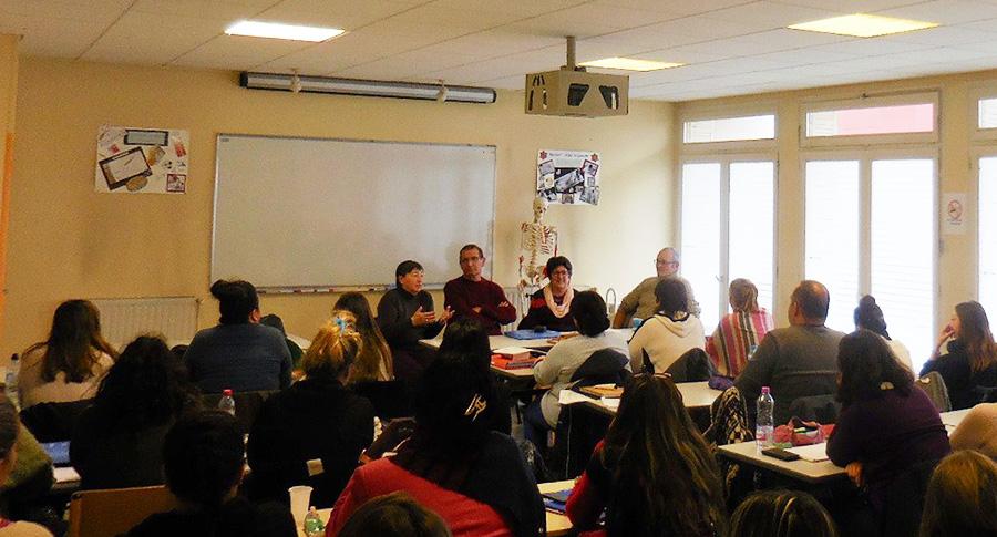 Depuis le 8 février les conférences auprès des aides soignant(e)s et stagiaires ont démarré.