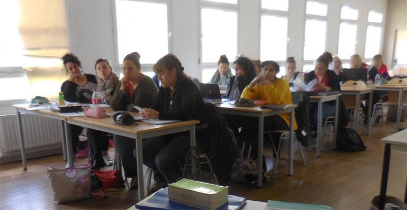 Le Roseau organise des conférences auprès des élèves aides-soignants pour les sensibiliser à l'aphasie